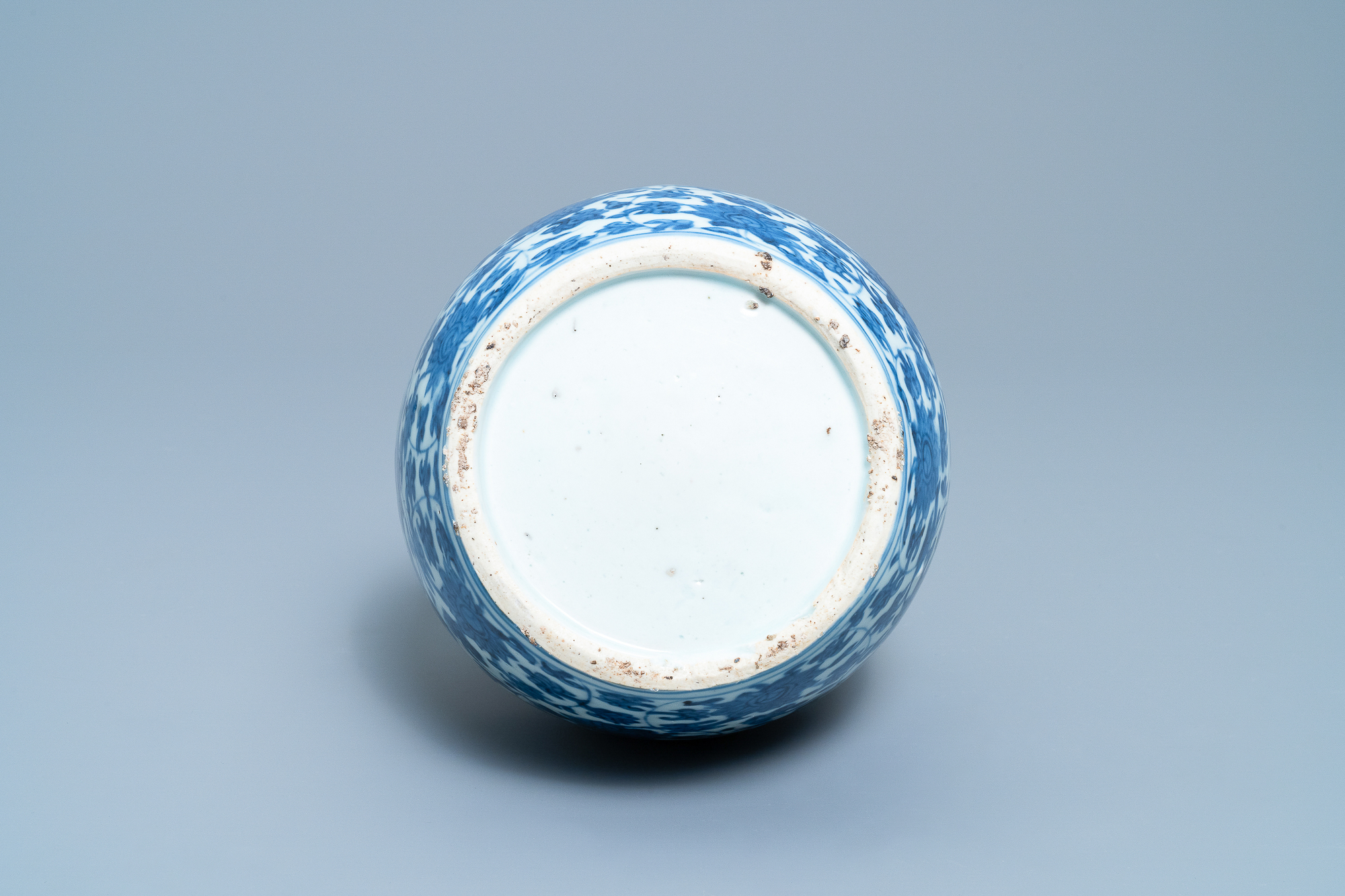 A Chinese blue and white 'lotus scroll' double gourd vase, Wanli - Image 6 of 8