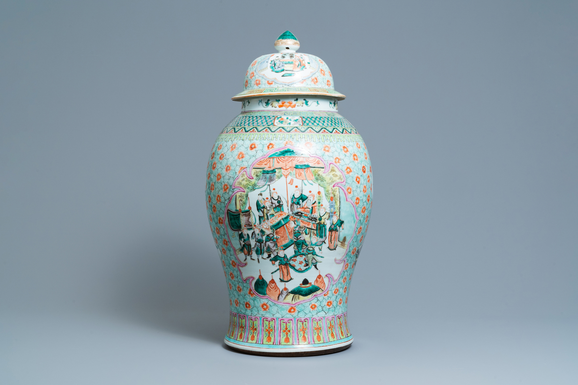 A large Chinese famille verte vase and cover, 19th C. - Image 3 of 8