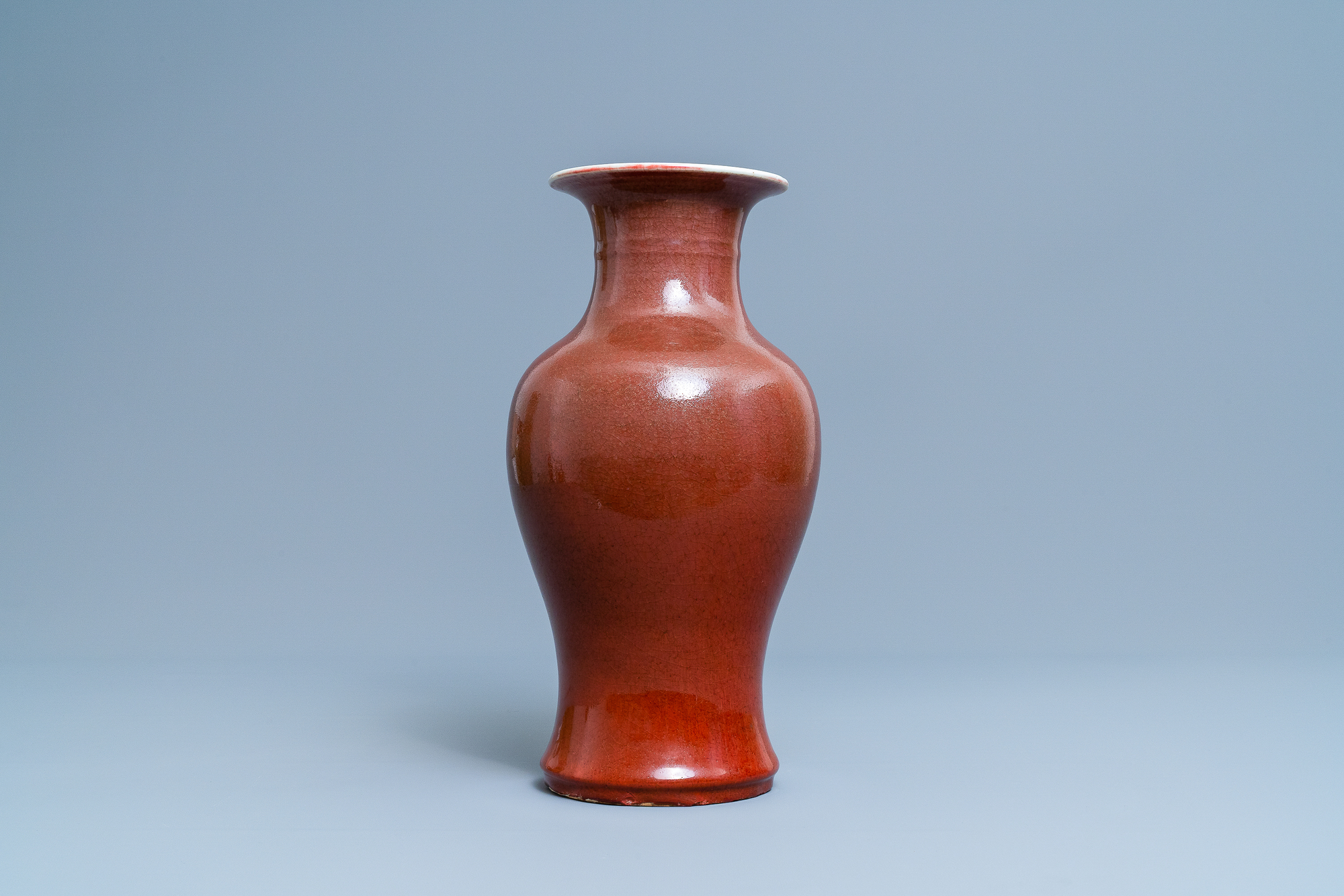 A Chinese monochrome sang de boeuf vase, 19th C. - Image 4 of 6