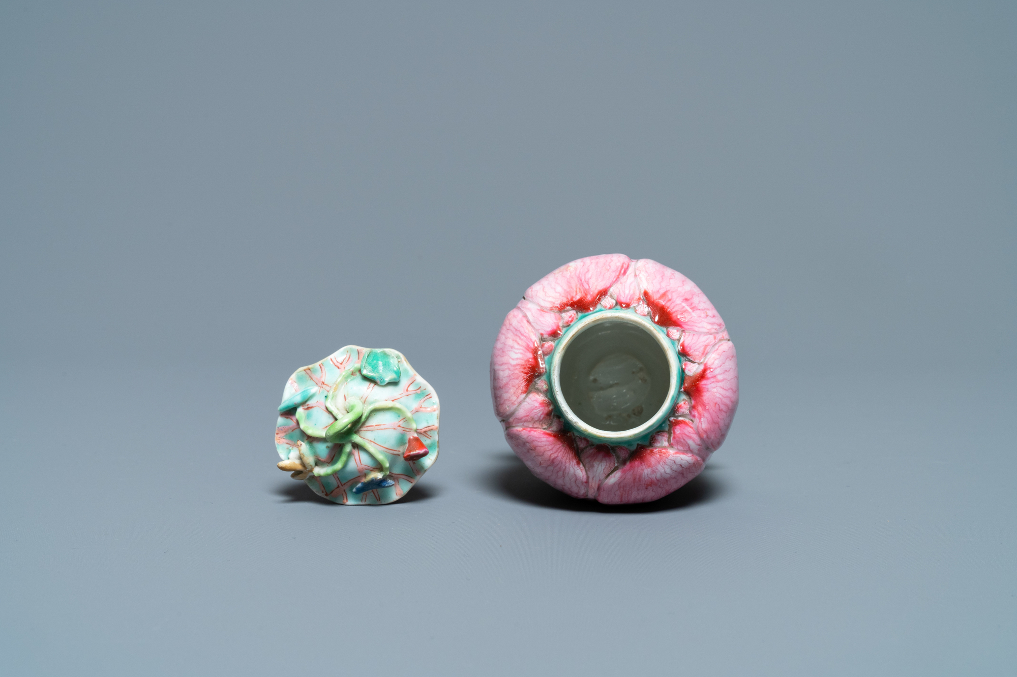A Chinese famille rose 'lotus' tea caddy and cover, Yongzheng - Image 6 of 7
