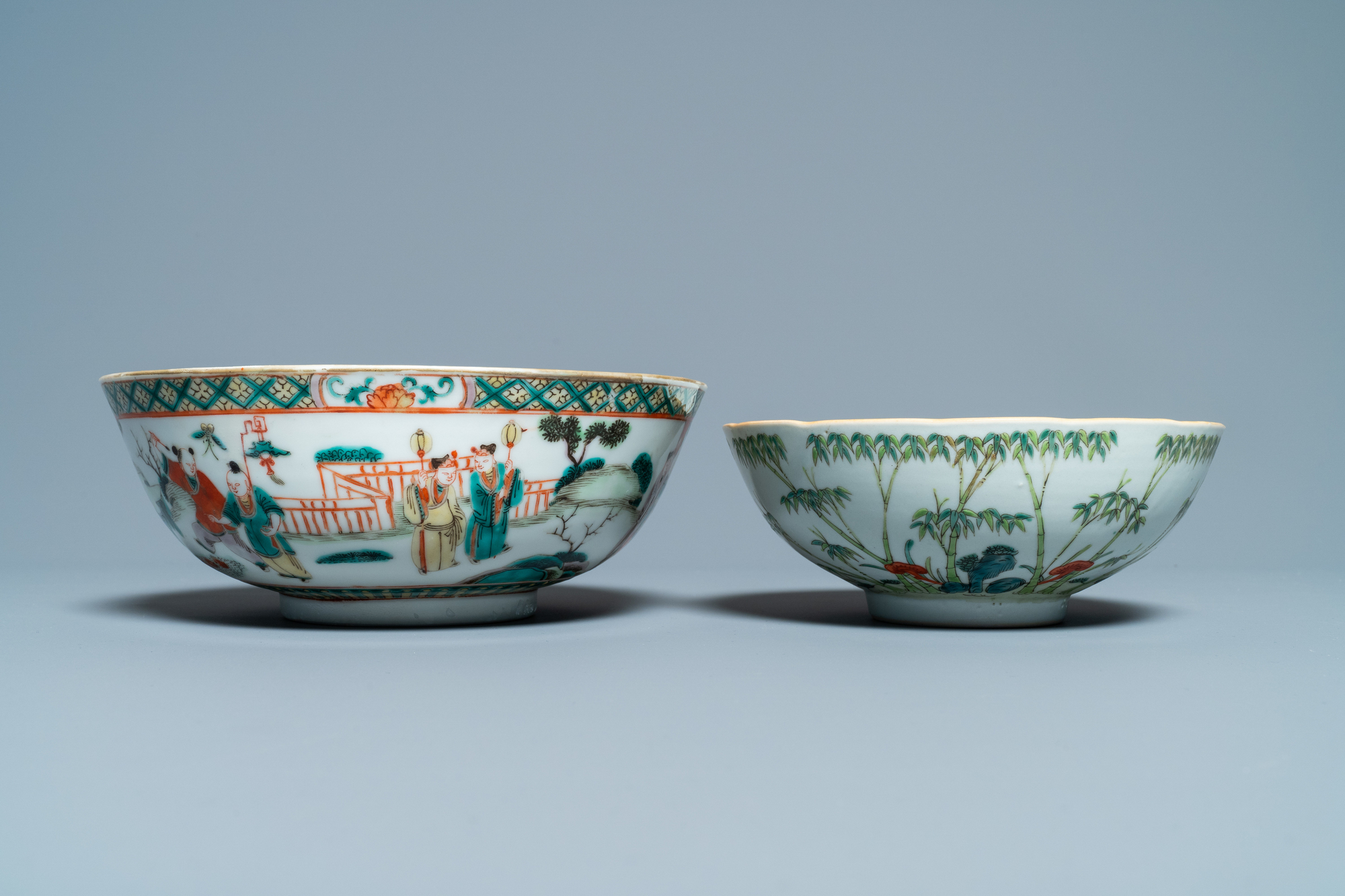 A Chinese blue and white jardiniere and two famille verte bowls, 19/20th C. - Image 8 of 13
