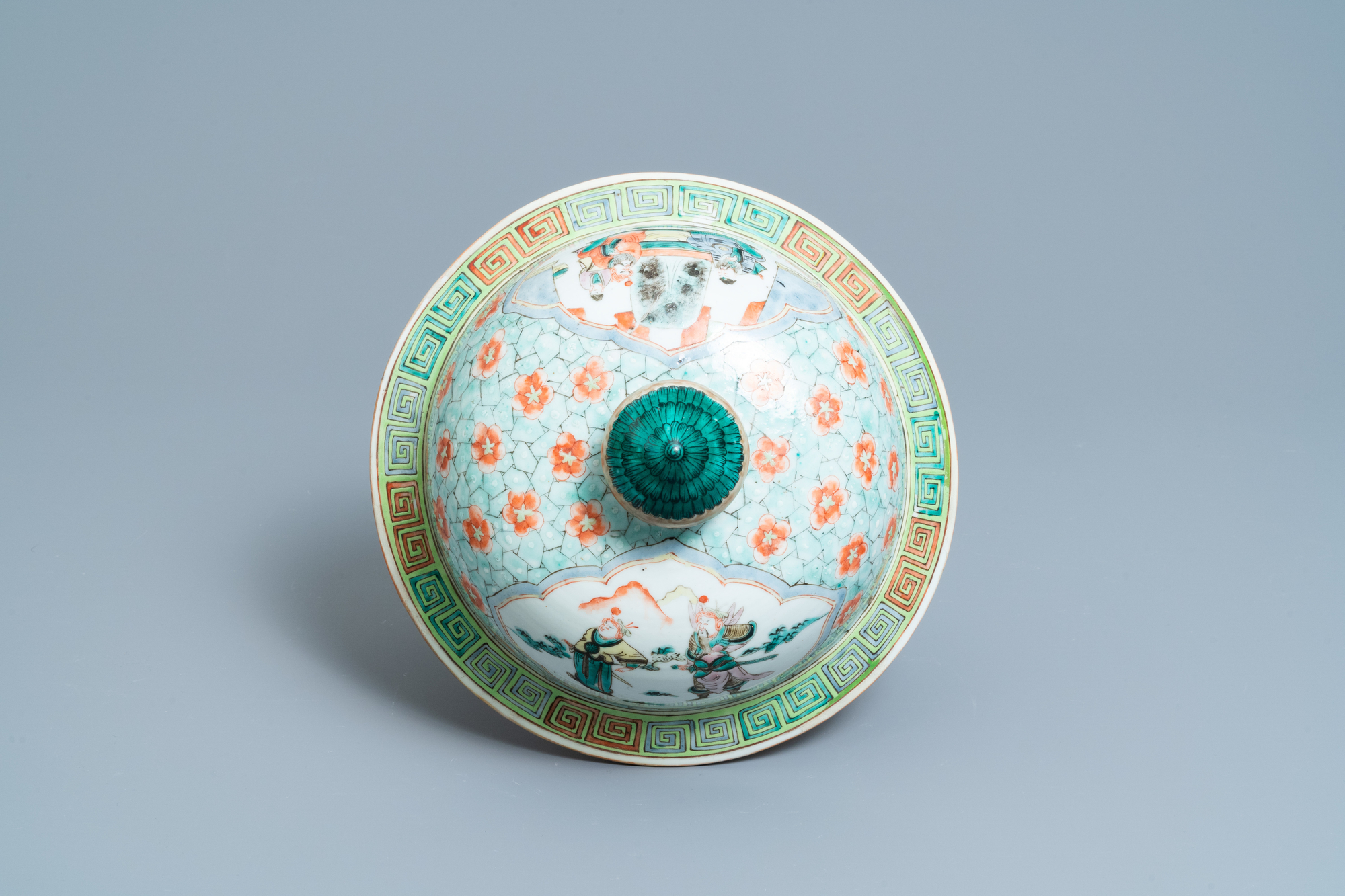 A large Chinese famille verte vase and cover, 19th C. - Image 7 of 8