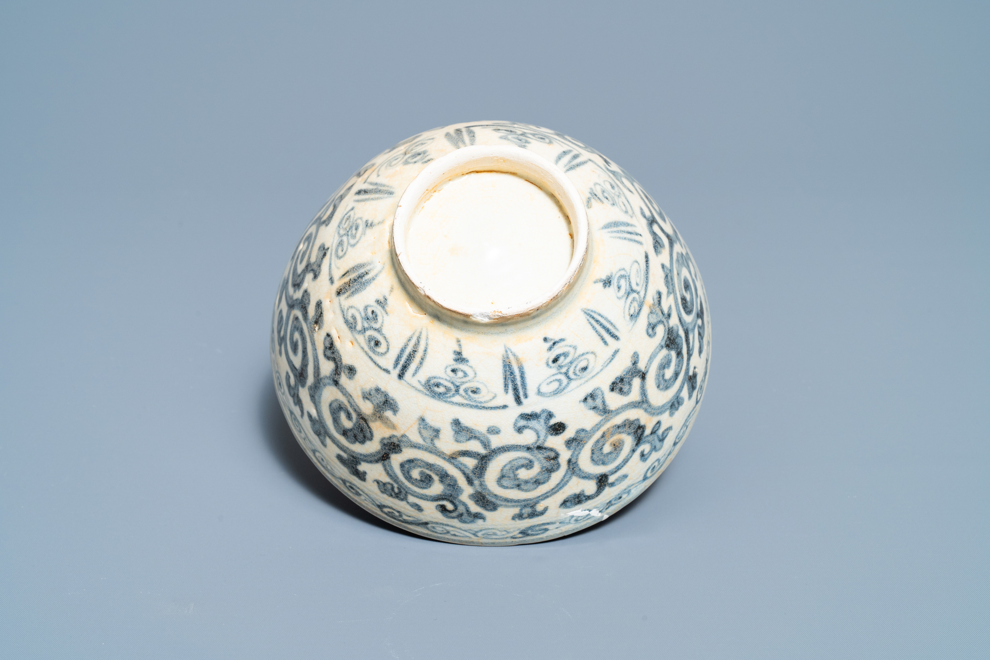 Four blue and white Vietnamese or Annamese ceramics and a Chinese jarlet, 15/16th C. - Image 6 of 12