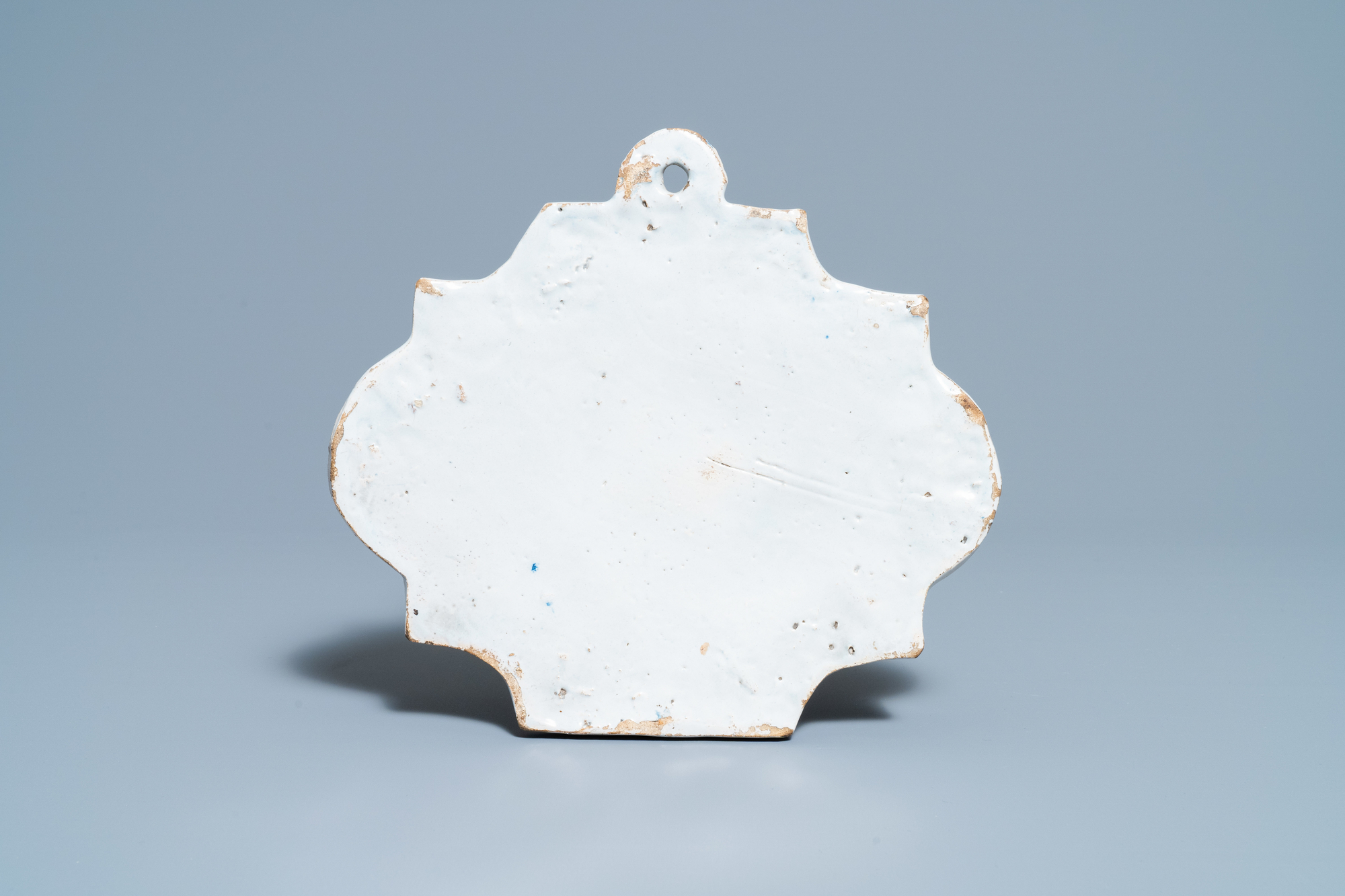 A Dutch Delft blue and white chinoiserie plaque, 18th C. - Image 2 of 2