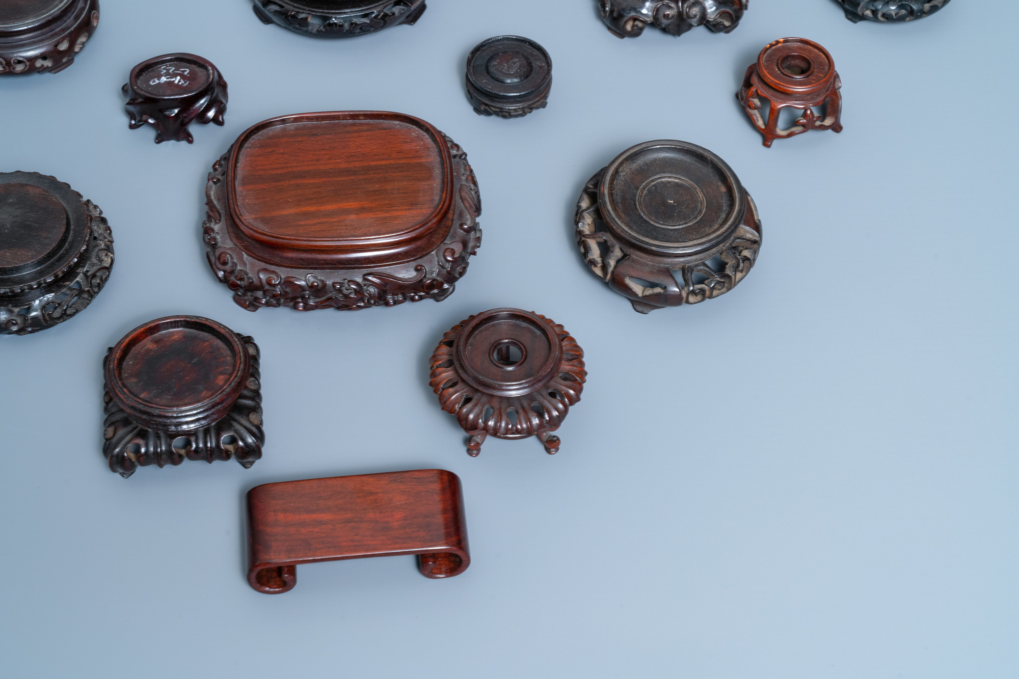 26 Chinese carved wooden stands, 19/20th C. - Image 6 of 12
