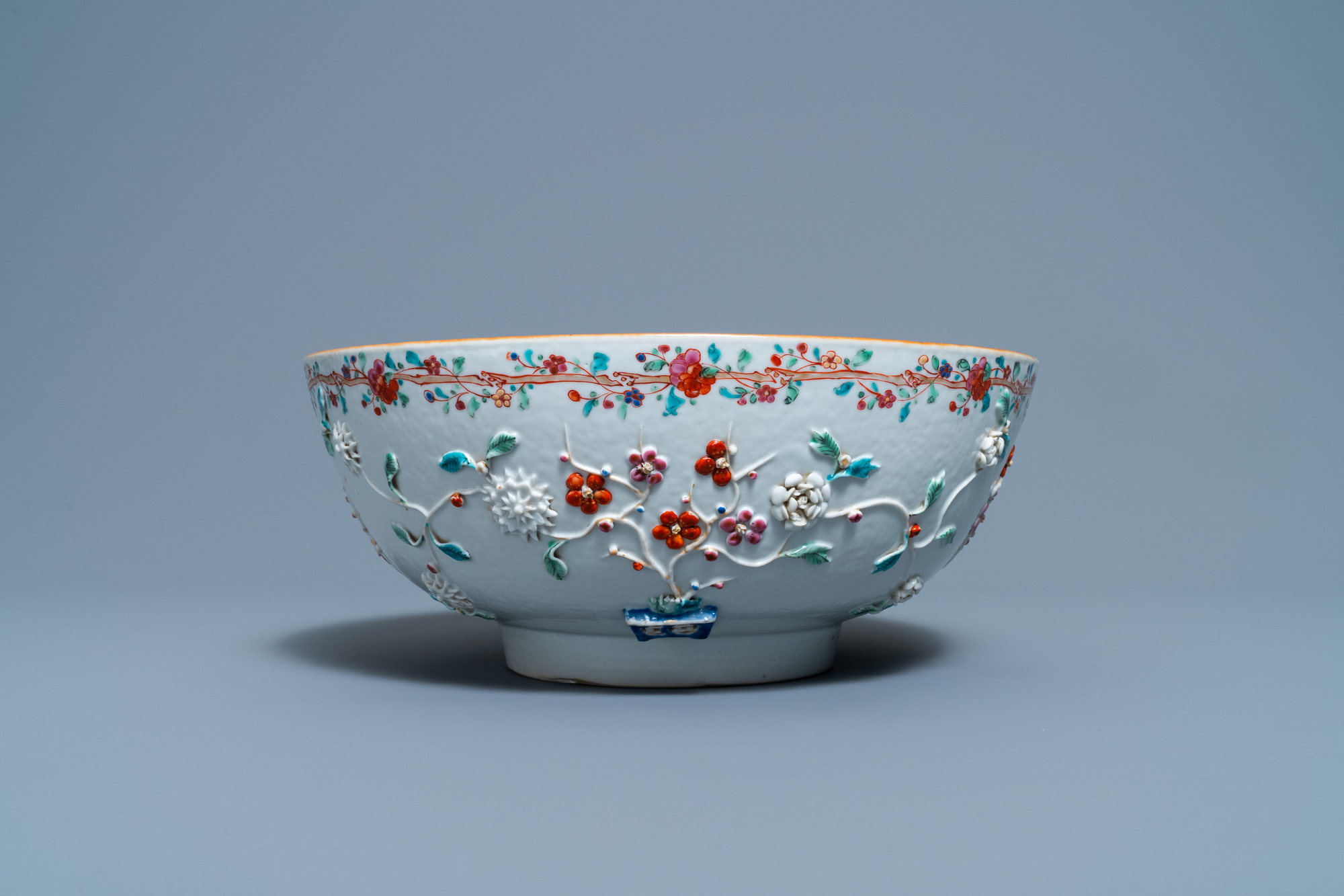 A Chinese famille rose relief-decorated floral bowl, Yongzheng/Qianlong - Image 4 of 7