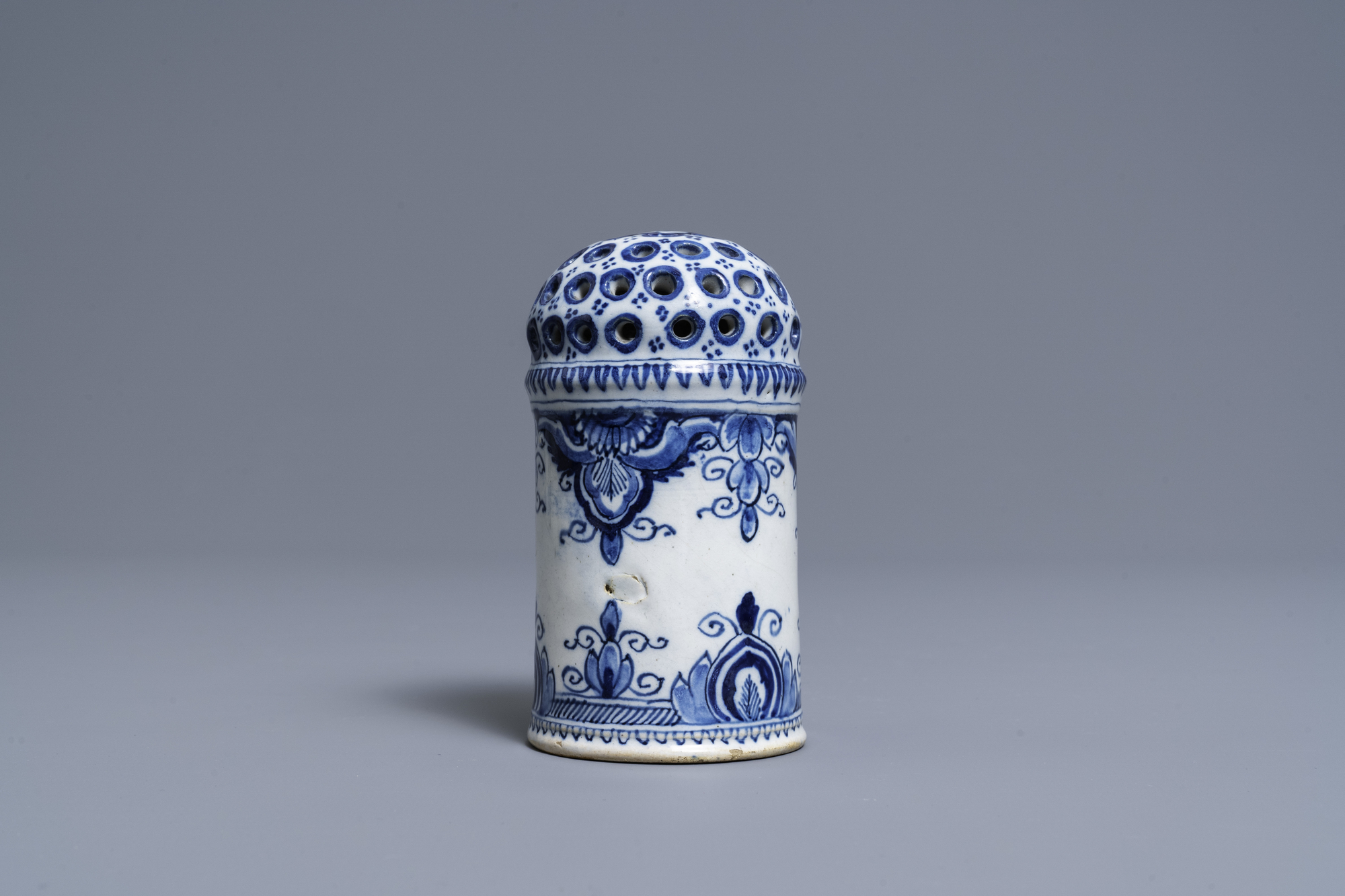 A Dutch Delft blue and white caster, 18th C. - Image 3 of 7