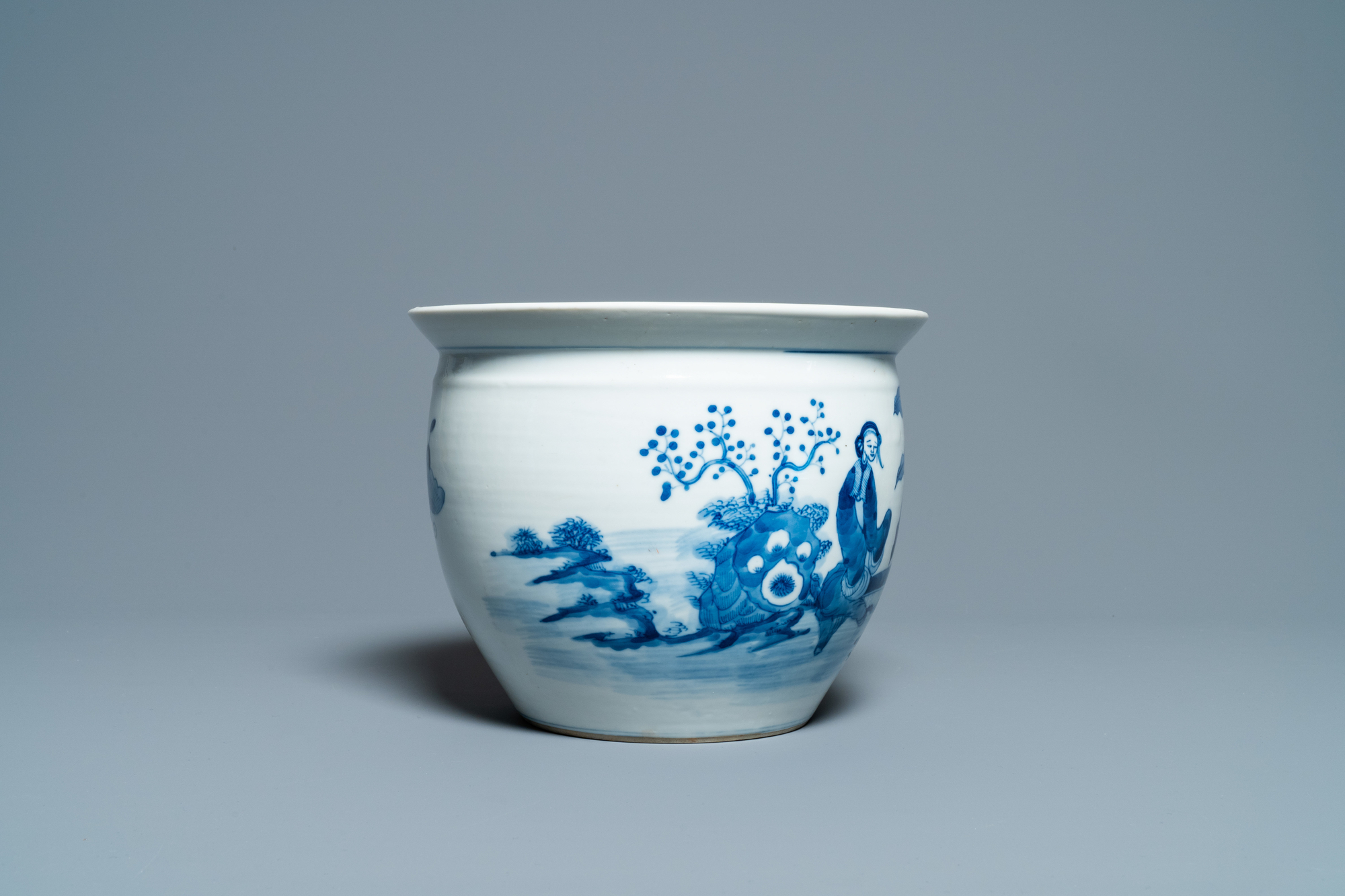 A Chinese blue and white jardiniere and two famille verte bowls, 19/20th C. - Image 5 of 13