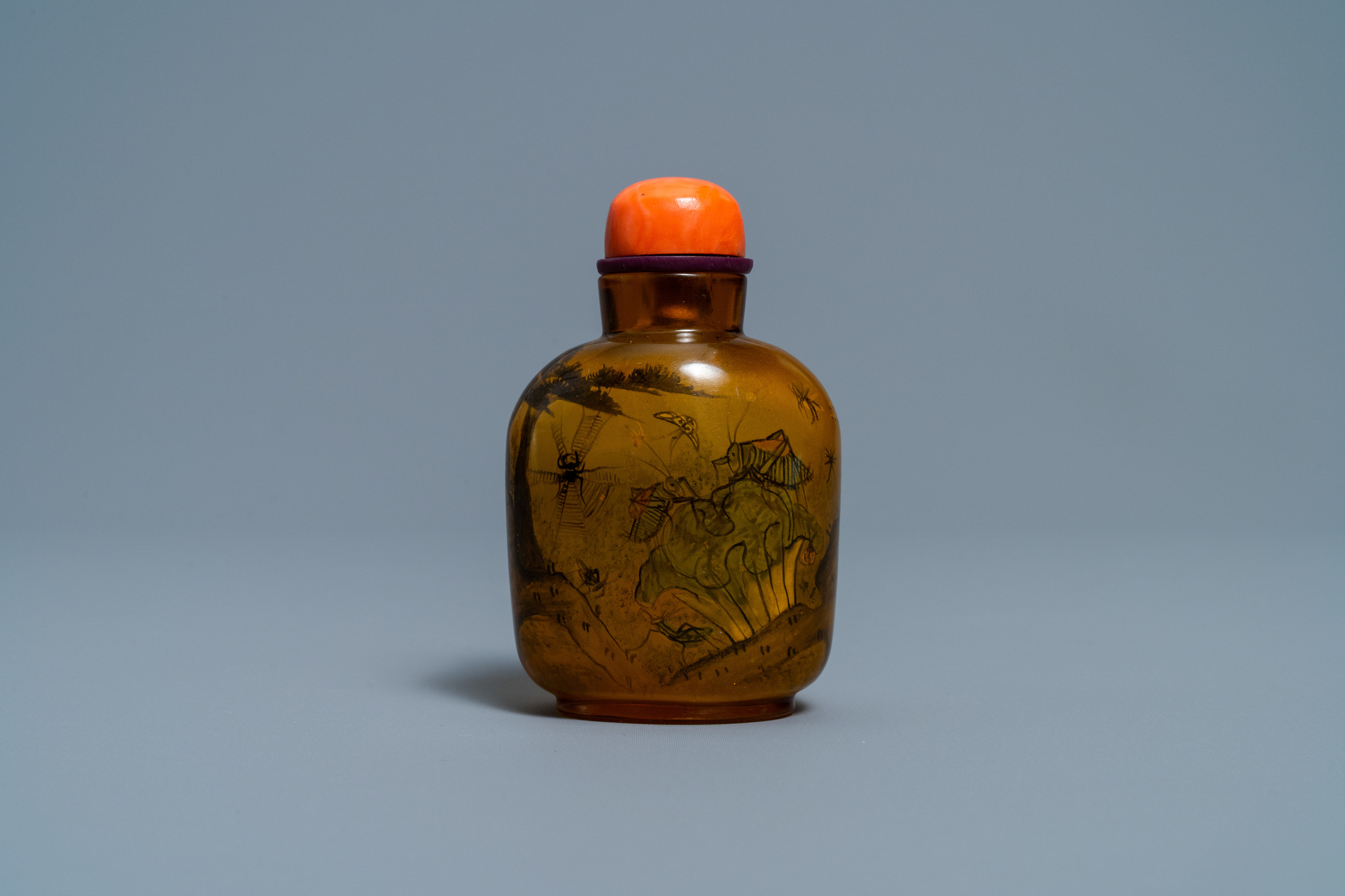A Chinese inside-painted glass snuff bottle with grasshoppers, attr. to Xue Shaofu, ca. 1900 - Image 3 of 6
