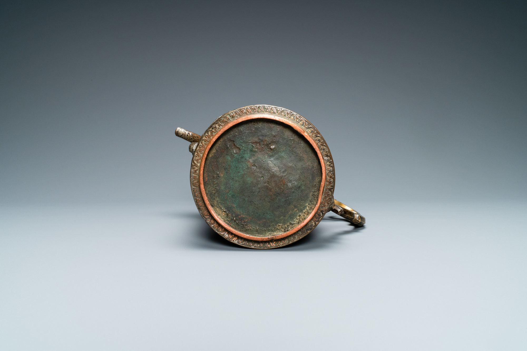 A Safavid parcel-gilt and tinned copper mug and cover, Persia, 17/18th C. - Image 7 of 7