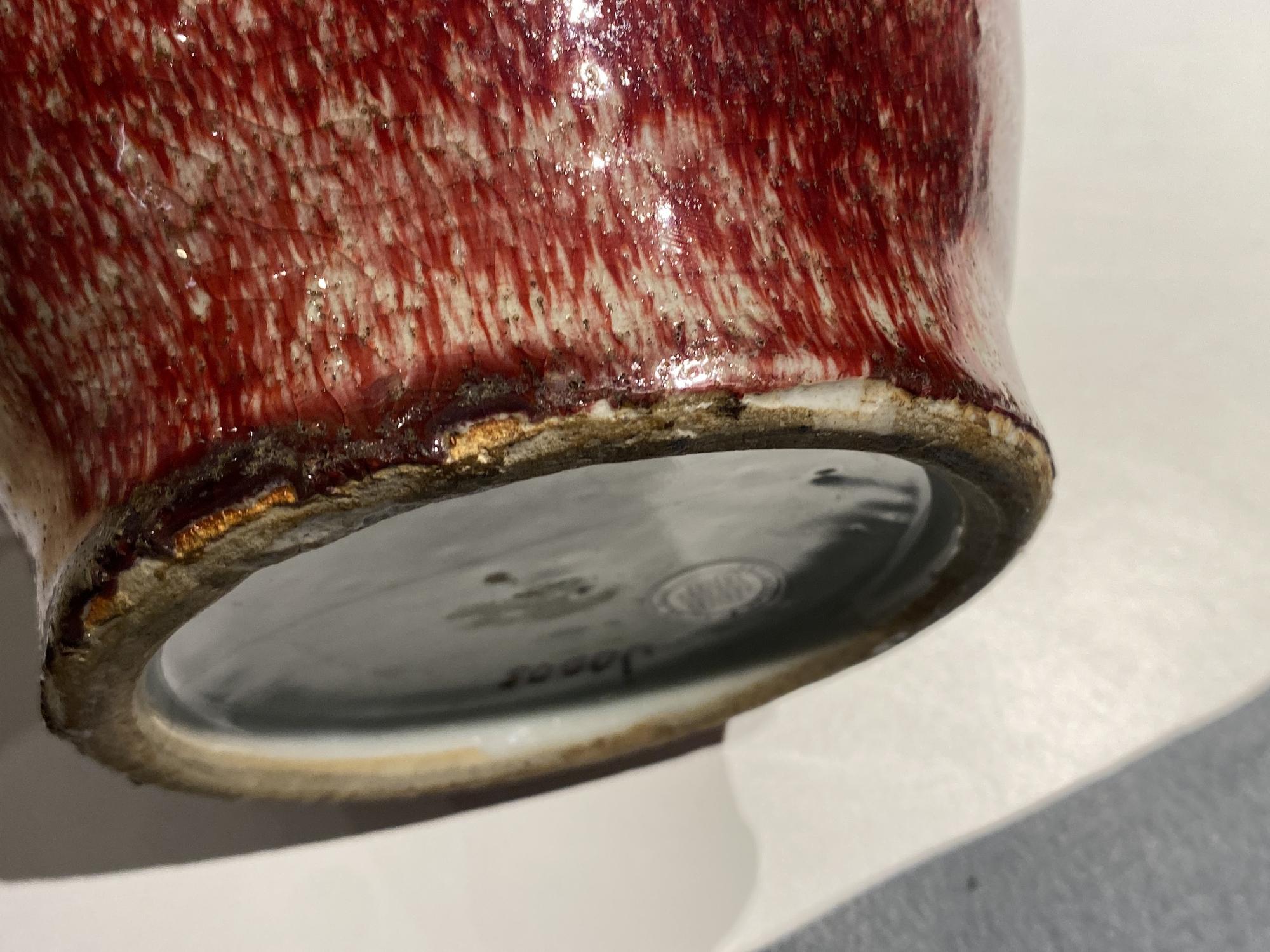 A Chinese monochrome peachbloom-glazed vase, 18/19th C. - Image 17 of 19