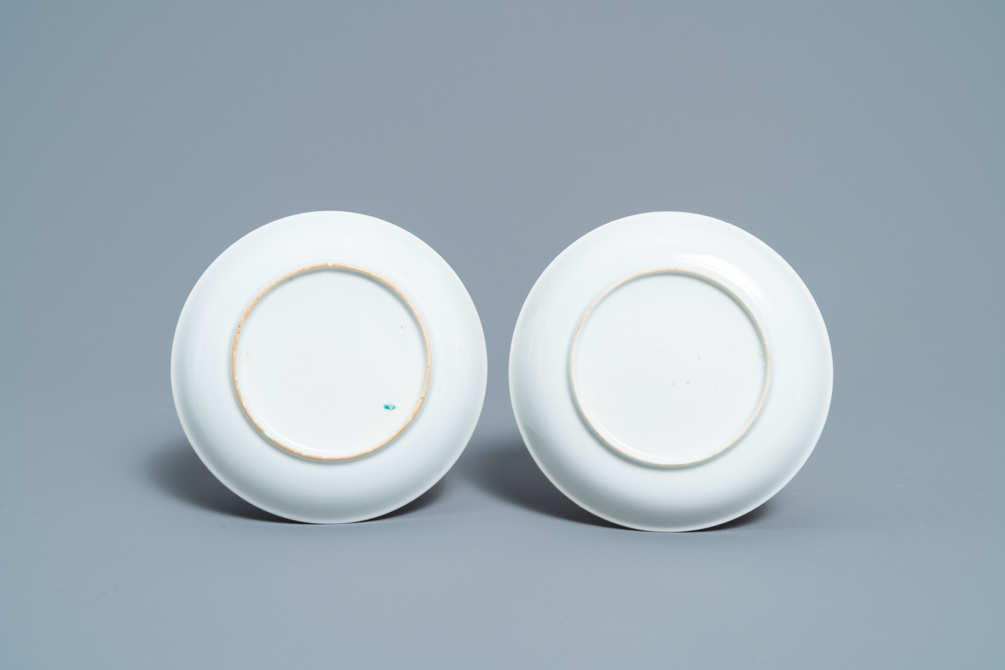 A pair of fine Chinese famille rose 'Mandarin' cups and saucers, Qianlong - Image 3 of 9