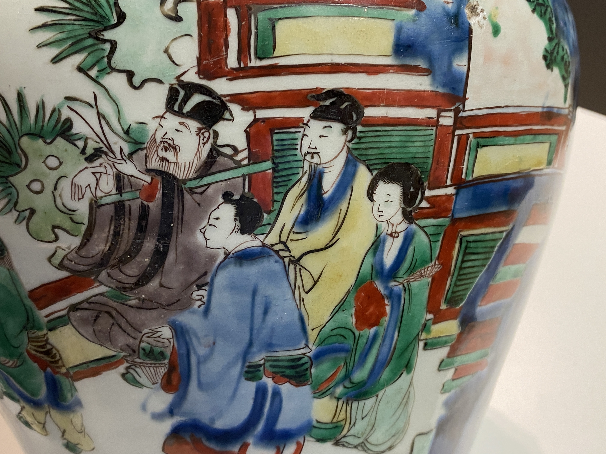 A Chinese wucai 'immortals' vase and cover, Shunzhi - Image 32 of 33