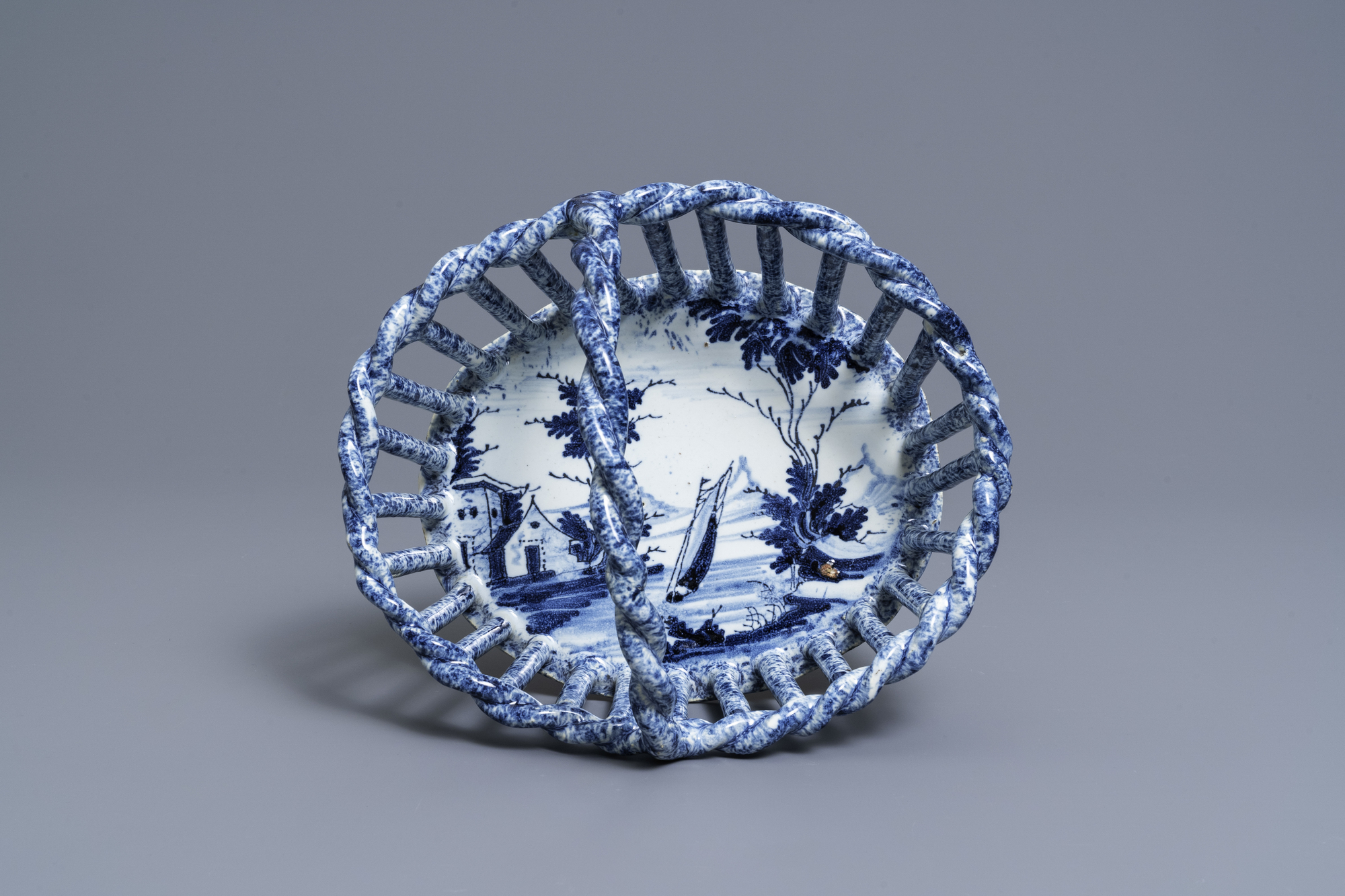 A rare Dutch Delft blue and white reticulated basket, 18th C. - Image 7 of 7