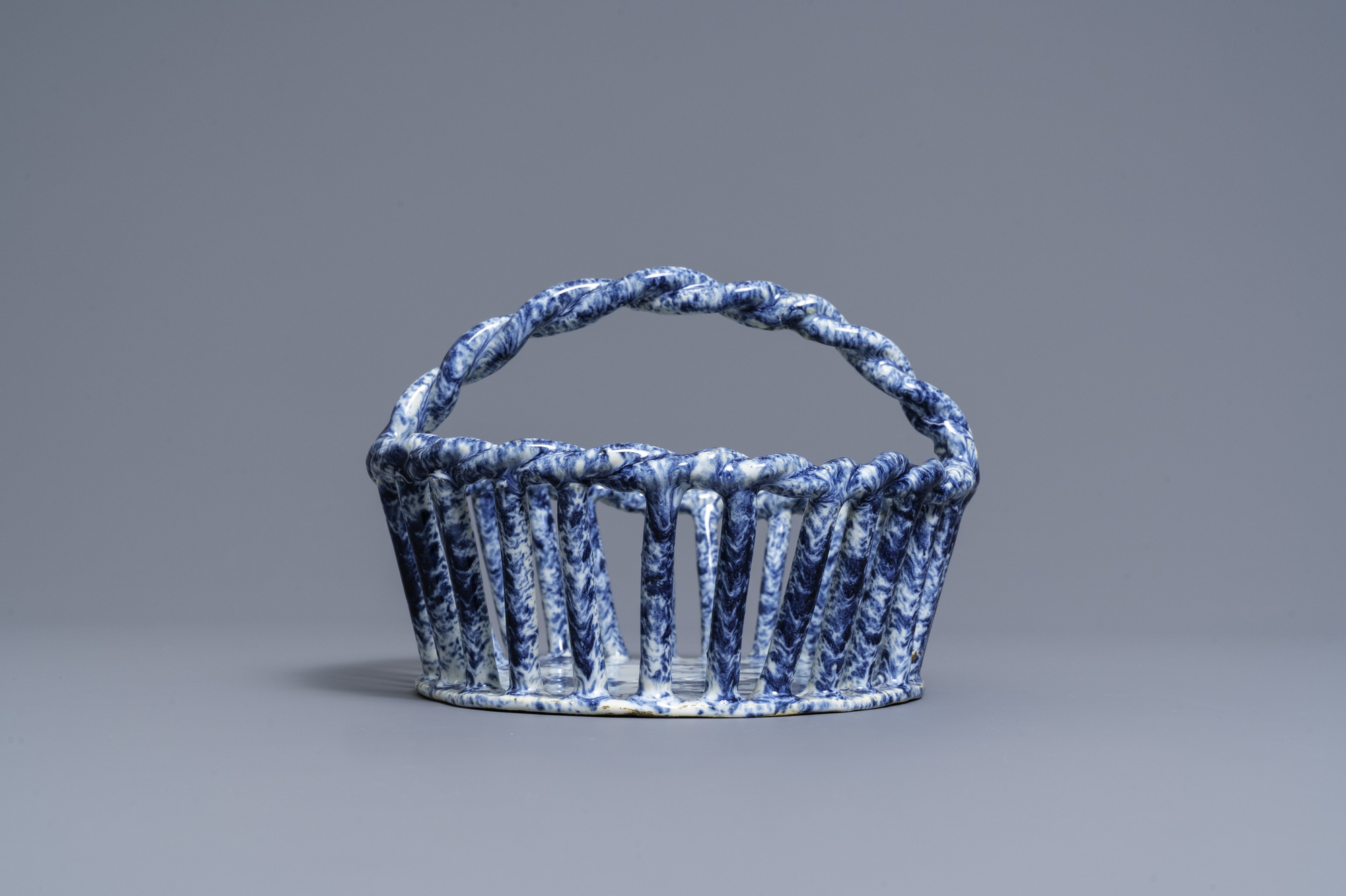 A rare Dutch Delft blue and white reticulated basket, 18th C. - Image 3 of 7