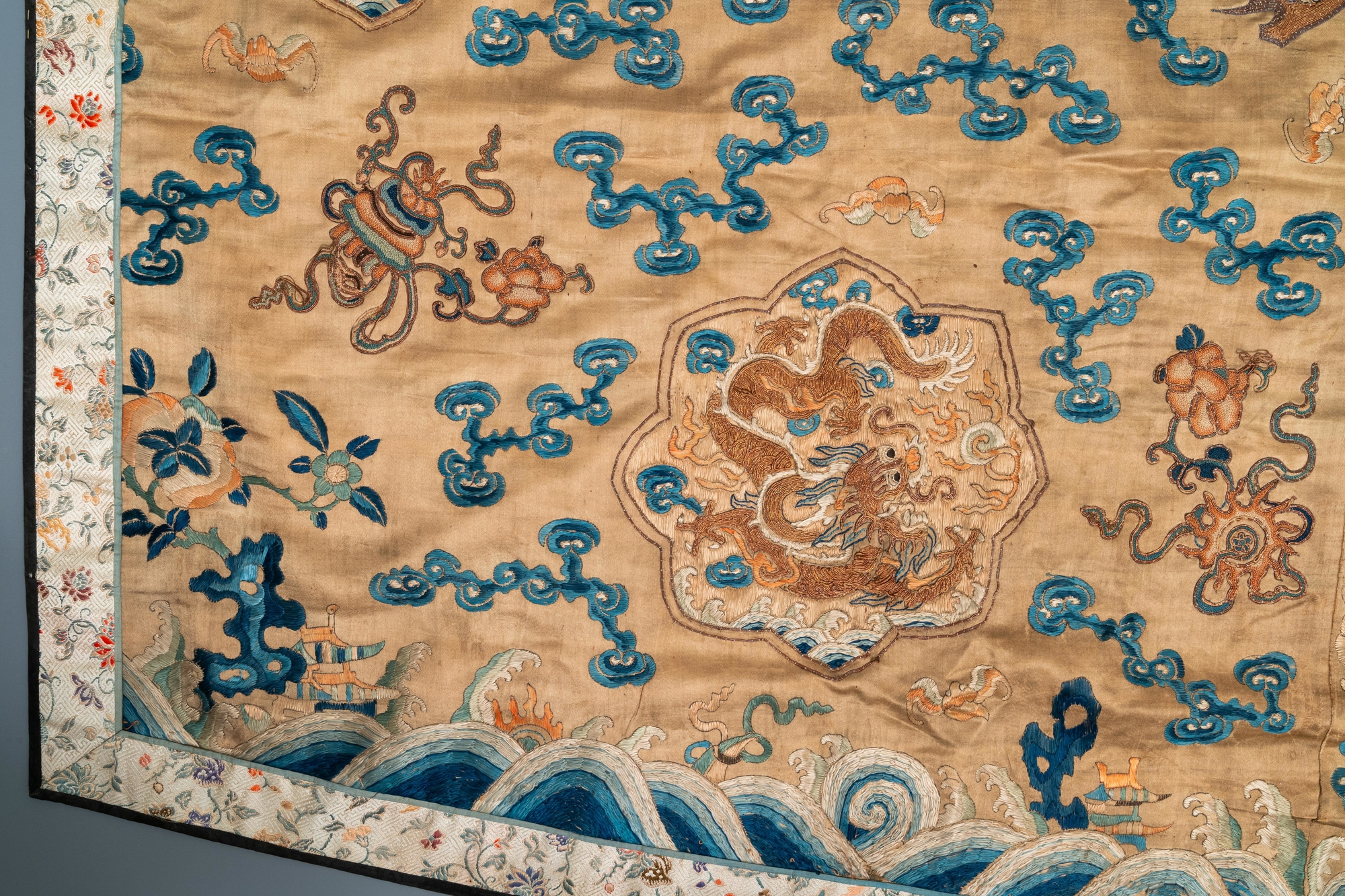 A Chinese embroidered silk fragment of a 'Jiangyi' Taoist priest robe, 18/19th C. - Image 5 of 7