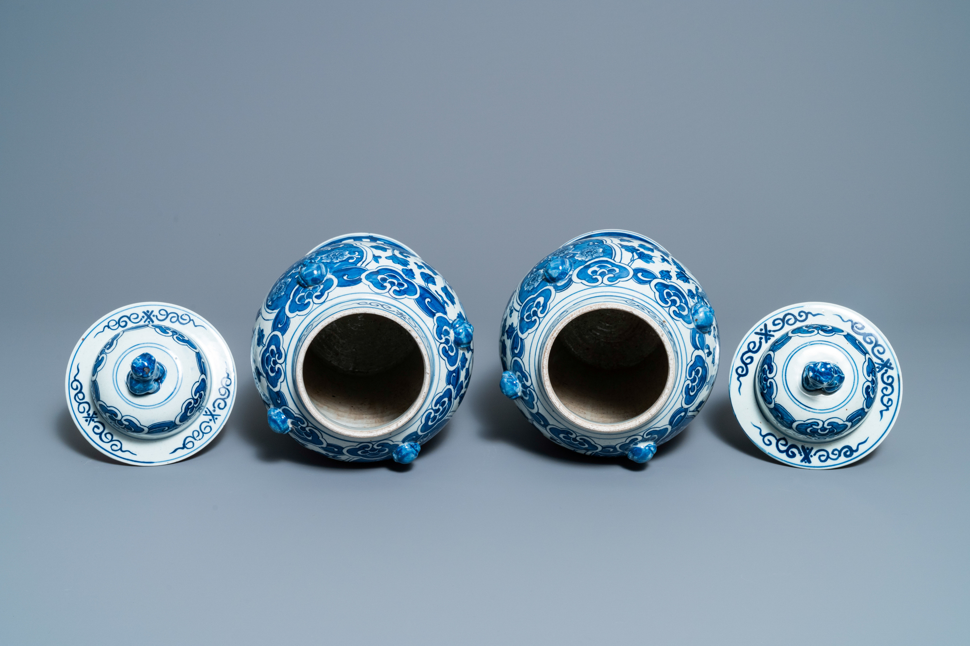 Two pairs of Chinese blue and white and famille verte vases and covers, 19/20th C. - Image 6 of 9