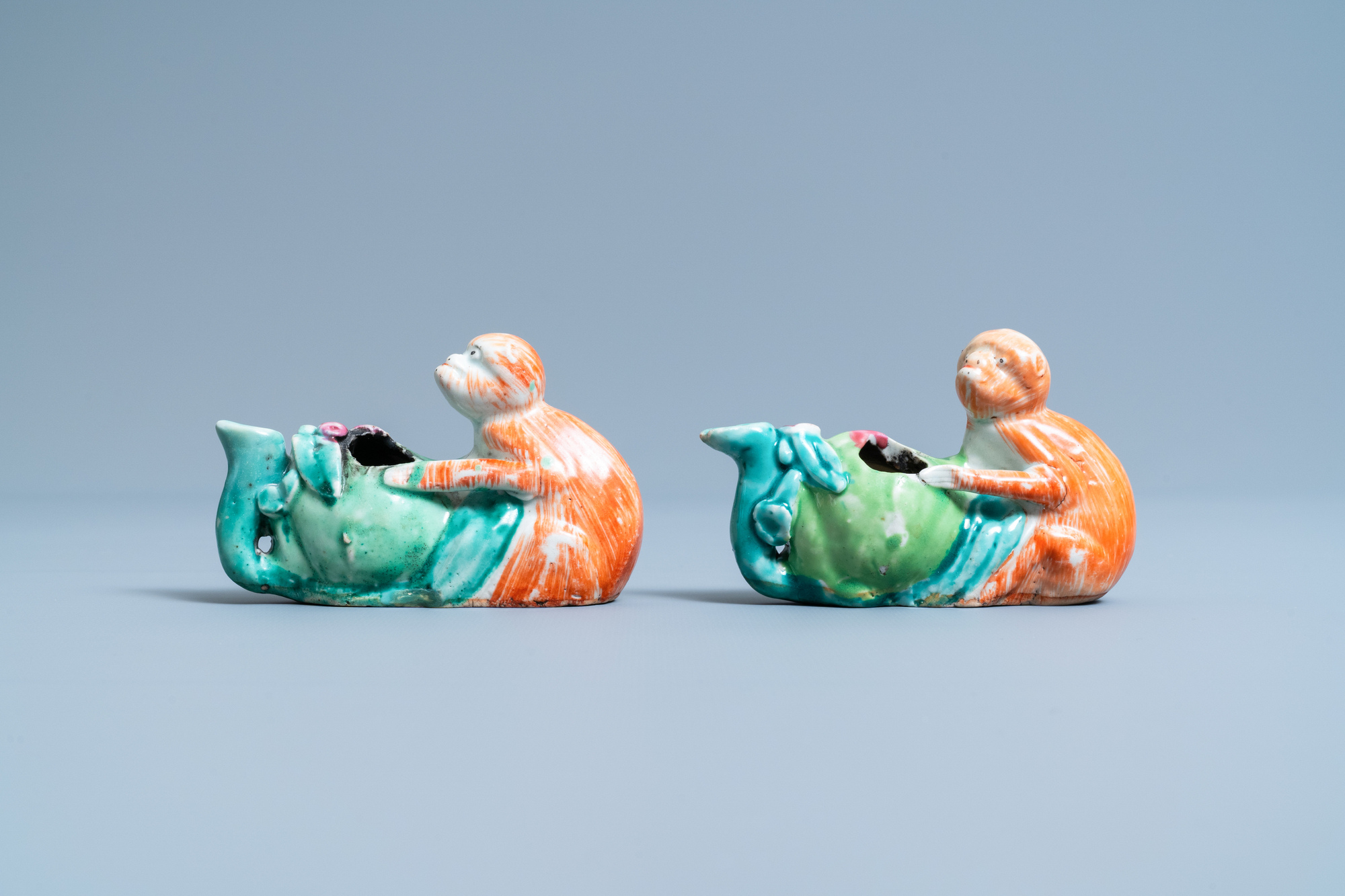 A pair of Chinese famille rose 'monkey and peach' water droppers, 19th C. - Image 2 of 7