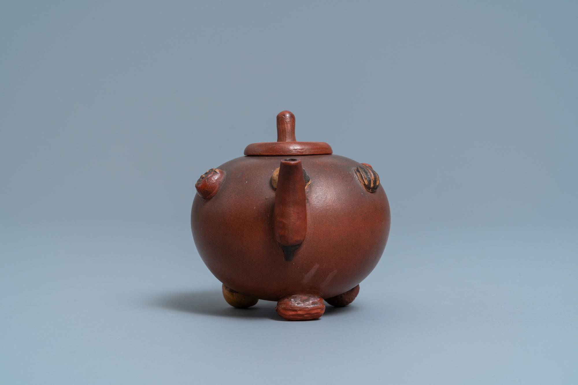 A Chinese Yixing stoneware teapot and cover with applied nuts, 19/20th C. - Image 3 of 7