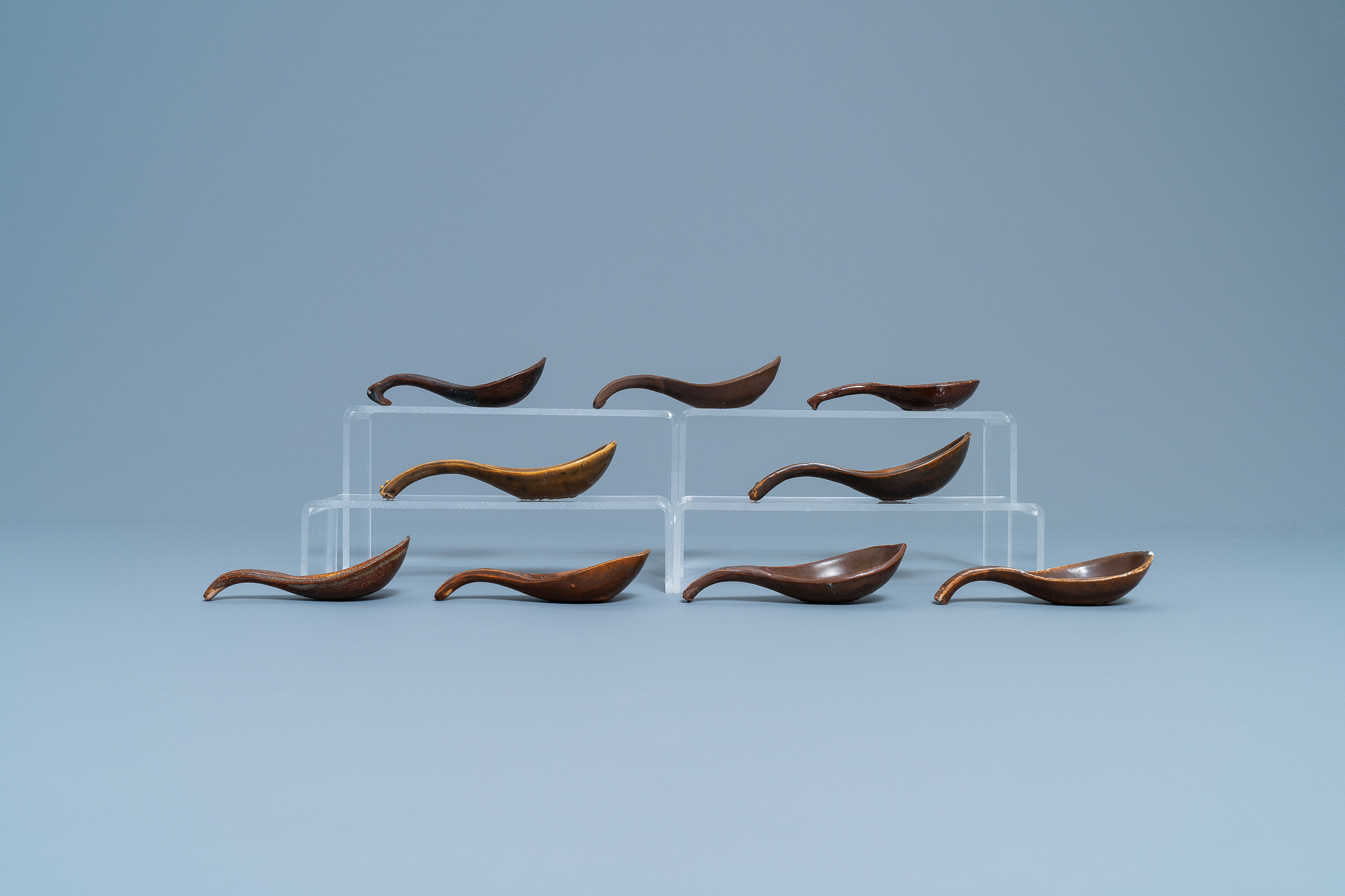 22 Chinese brown- and white-glazed spoons, 17/18th C. - Image 9 of 19