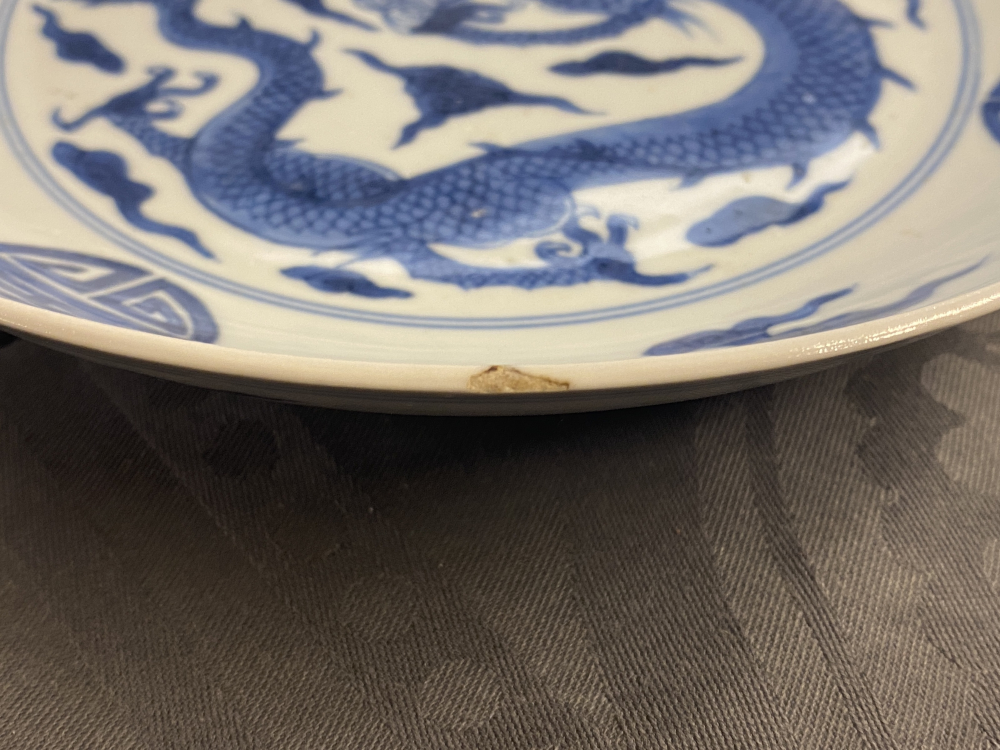 A Chinese blue and white 'dragon and Shou' dish, Yongzheng mark and of the period - Image 9 of 11
