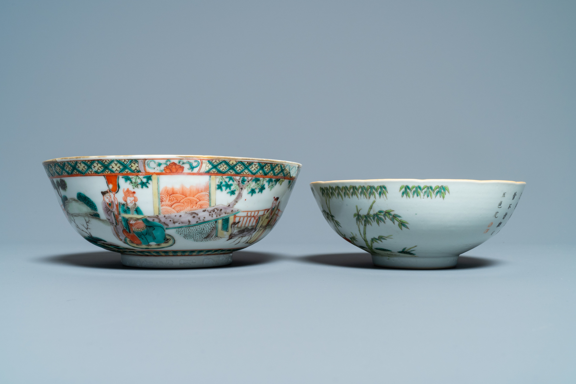 A Chinese blue and white jardiniere and two famille verte bowls, 19/20th C. - Image 9 of 13