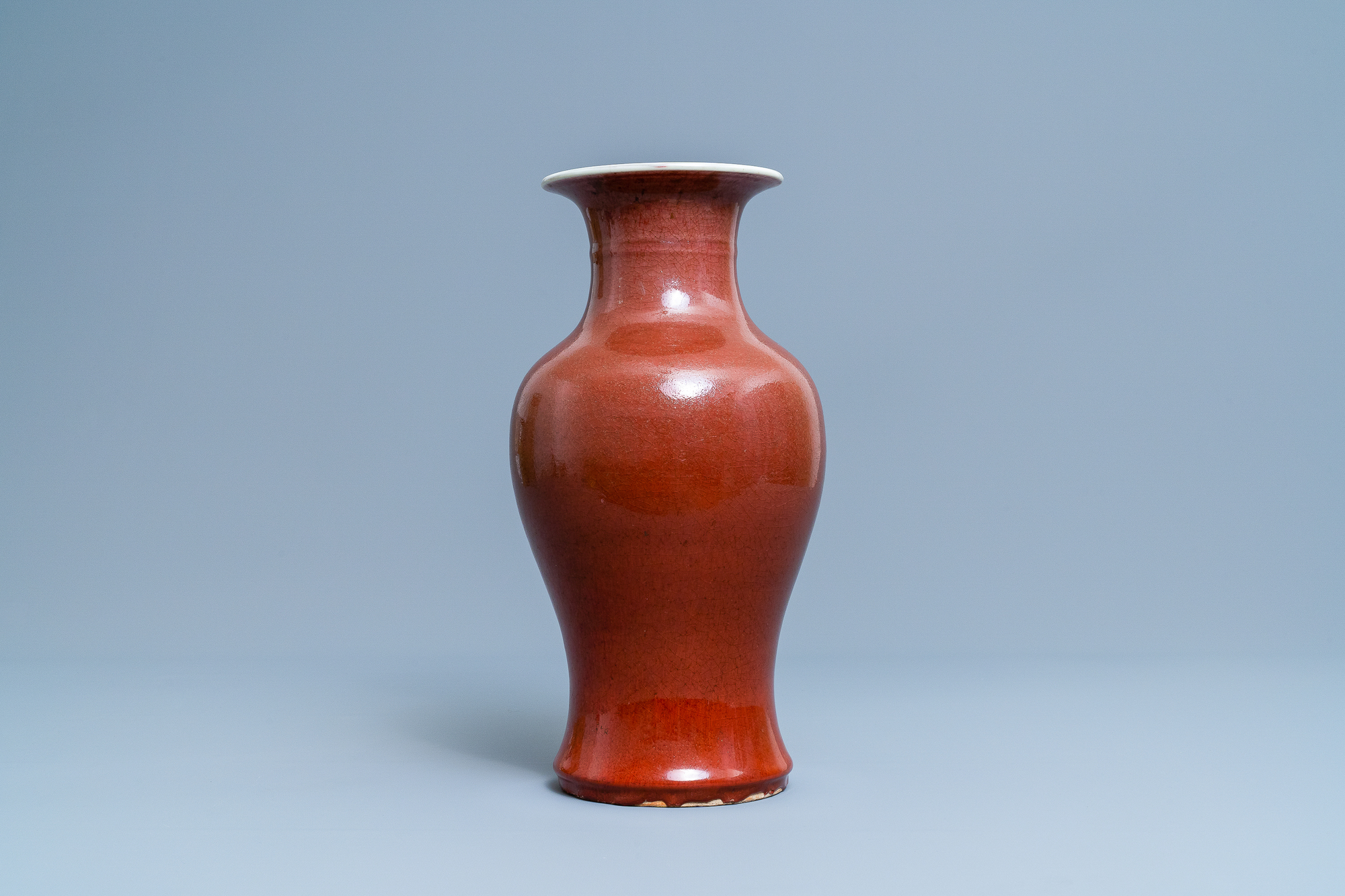 A Chinese monochrome sang de boeuf vase, 19th C. - Image 2 of 6