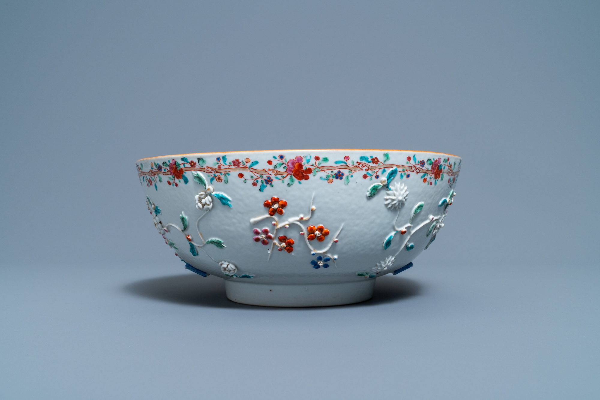 A Chinese famille rose relief-decorated floral bowl, Yongzheng/Qianlong - Image 5 of 7