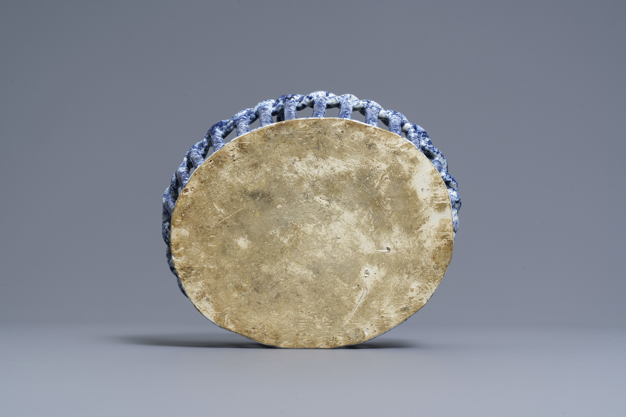 A rare Dutch Delft blue and white reticulated basket, 18th C. - Image 6 of 7