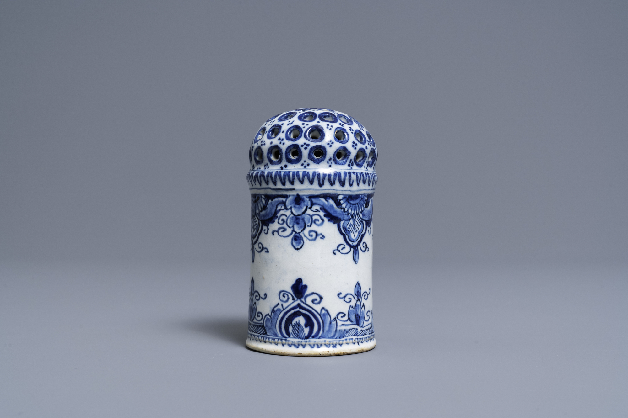 A Dutch Delft blue and white caster, 18th C. - Image 5 of 7
