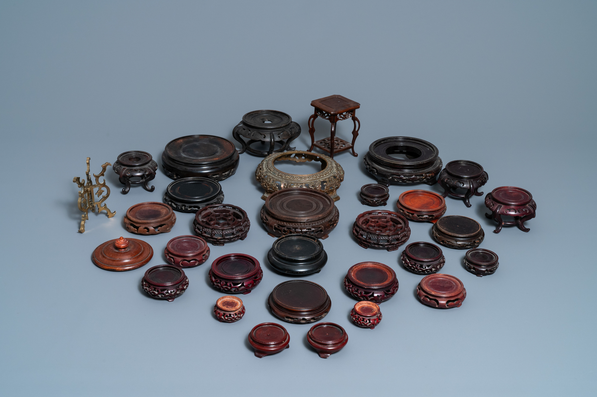 64 Chinese carved wooden stands, 19/20th C. - Image 4 of 4