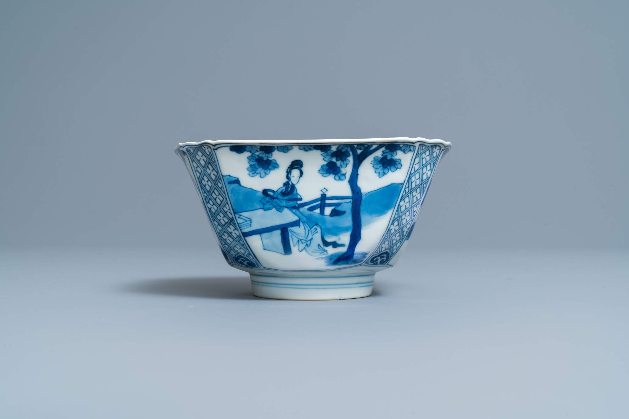 A Chinese square blue and white bowl, Chenghua mark, Kangxi - Image 5 of 7