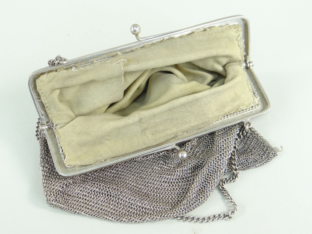 GEORGE V SILVER LADIES MESH PURSE with chain, Birmingham 1918, 286.4gms (9.2t.oz) Condition - Image 2 of 2