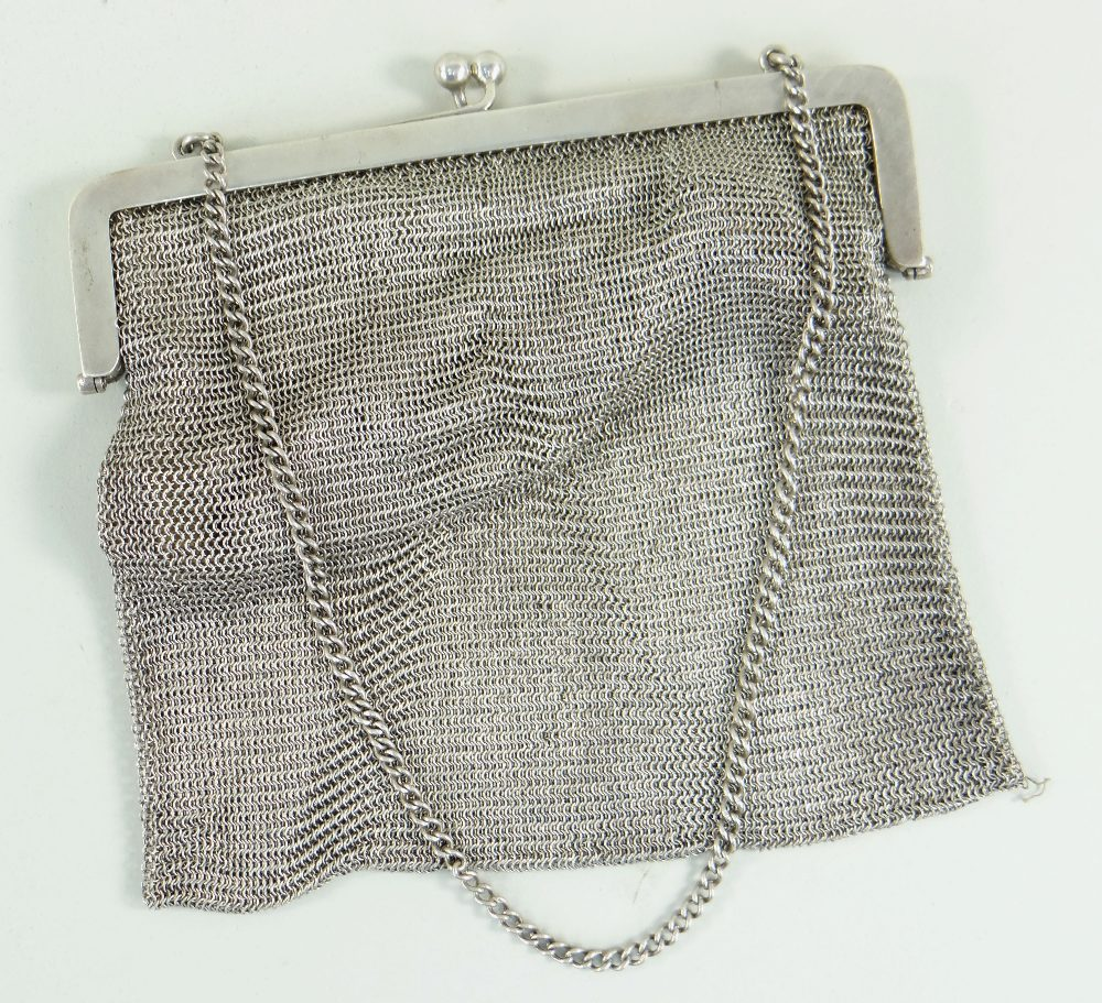 GEORGE V SILVER LADIES MESH PURSE with chain, Birmingham 1918, 286.4gms (9.2t.oz) Condition