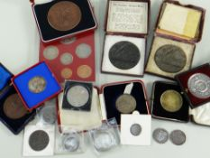 ASSORTED COINS & MEDALS comprising two boxed Lusitania replica medals, Silver Jubilee 1952-1977