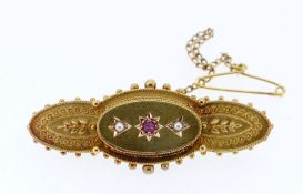 9CT GOLD RUBY & PEARL SET LADIES BAR BROOCH, 4.2gms, in black jewellery box Condition Report: