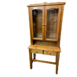 REPRODUCTION PINE NEATLY PROPORTIONED GLASS TOP DRESSER having interior glass shelves on an open
