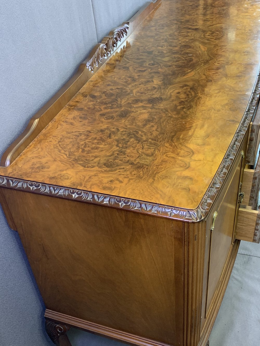 VINTAGE BURR WALNUT DINING SUITE consisting of sideboard, 92.5cms H, 140cms max W, 53.5cms D, - Image 4 of 9