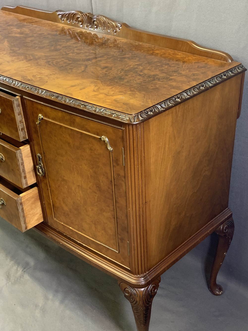 VINTAGE BURR WALNUT DINING SUITE consisting of sideboard, 92.5cms H, 140cms max W, 53.5cms D, - Image 5 of 9