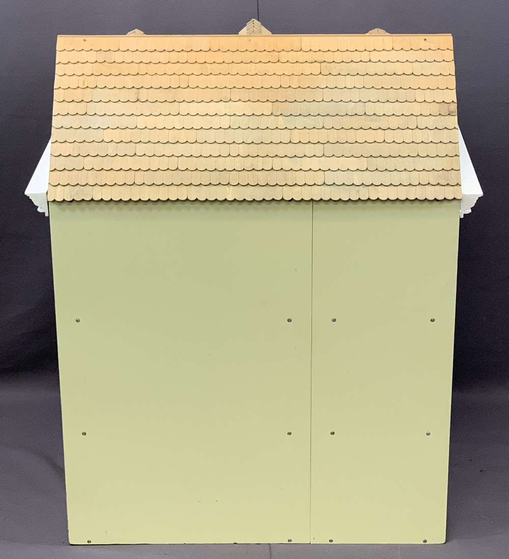 NICE QUALITY GEORGIAN STYLE DOLL'S/MINIATURES HOUSE, opening front and roof, 85.5cms overall H, - Image 5 of 5