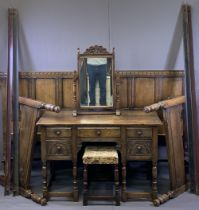 EARLY REPRODUCTION OAK BEDROOM FURNITURE ENSEMBLE to include a knee-hole dressing table with five