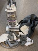 SHARK LIFT AWAY DELUXE UPRIGHT VACUUM CLEANER & ATTACHMENTS