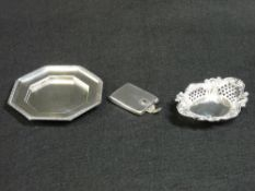 A THREE PIECE SILVER PARCEL - 1. A match holder with gold detail to the clasp, Birmingham 1935. 1.