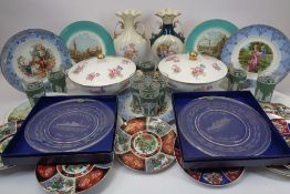 DECORATIVE POTTERY, PORCELAIN & GLASSWARE - a mixed quantity to include Spode floral tureens and