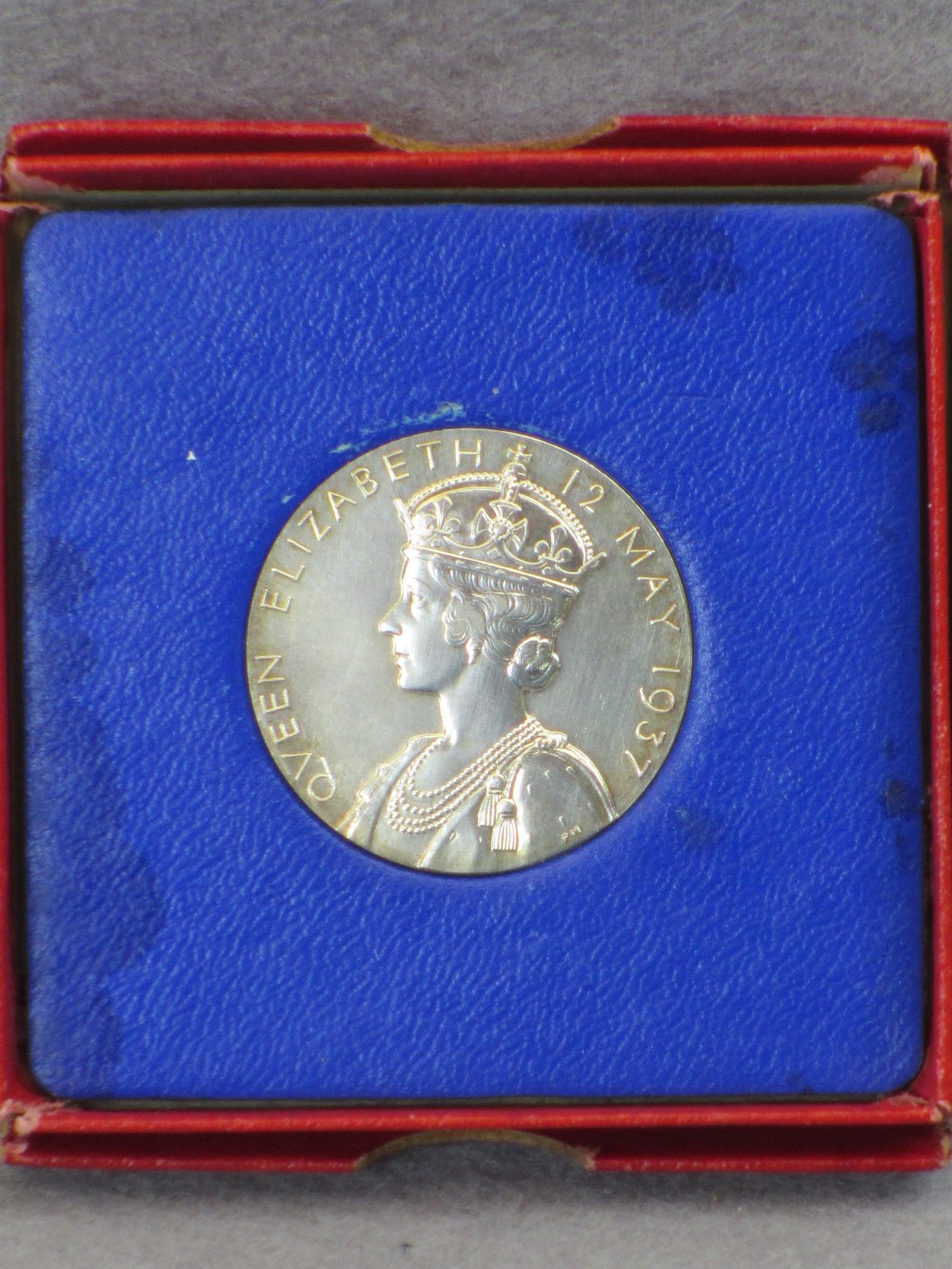 VINTAGE & LATER BRITISH/CONTINENTAL COINS & COMMEMORATIVES - two boxed 1937 George VI Coronation - Image 4 of 4