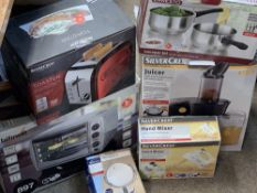 APPARENTLY UNUSED, BOXED HOUSEHOLD ELECTRICALS & KITCHEN EQUIPMENT, ETC - a Silver Crest juicer,