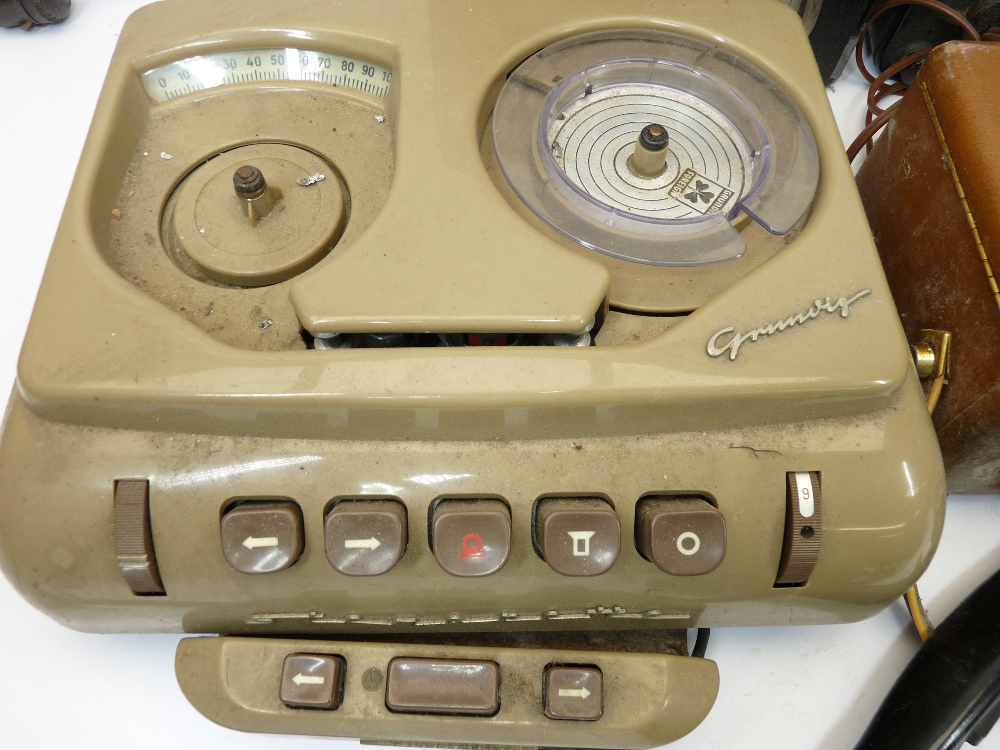 VINTAGE ELECTRONICS, A MIXED QUANTITY - a Grundig tape recorder, boxed Nombrex signal generator, AVO - Image 3 of 4
