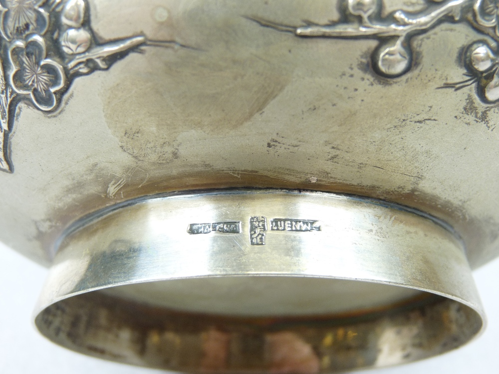 LUEN WO SHANGHAI CHINESE EXPORT SILVER BOWL CIRCA 1900 applied with Prunus Blossom beneath a - Image 2 of 2