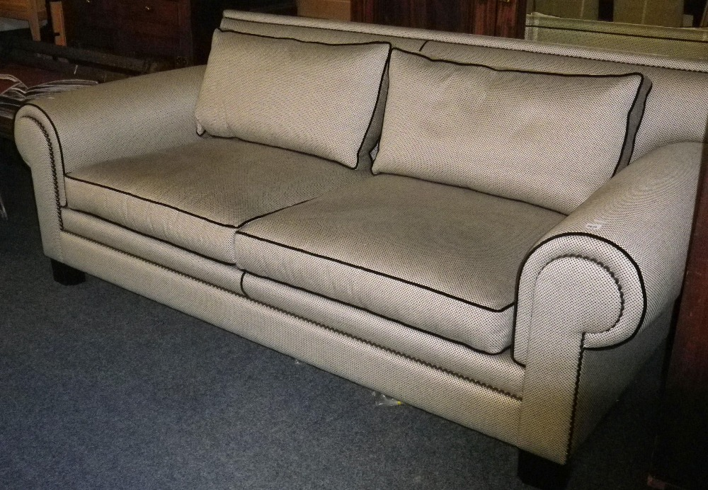 DURESTA ULTRA MODERN DESIGNER TYPE COUCH in black and grey with black piping and studded detail - Image 8 of 8