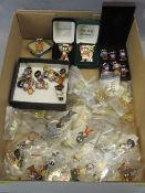 ROBERTSON GOLLY COLLECTOR'S BADGES - approximately 90, mainly reproduction but including some
